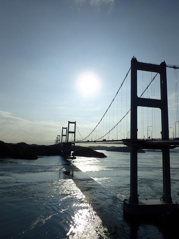 大島から撮影した来島海峡大橋