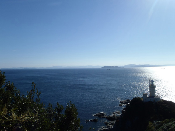 佐田岬半島の白灯台