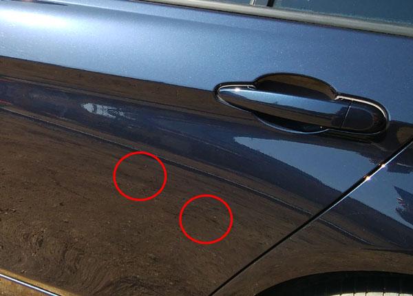 BMW左ドア後方にも白い傷
