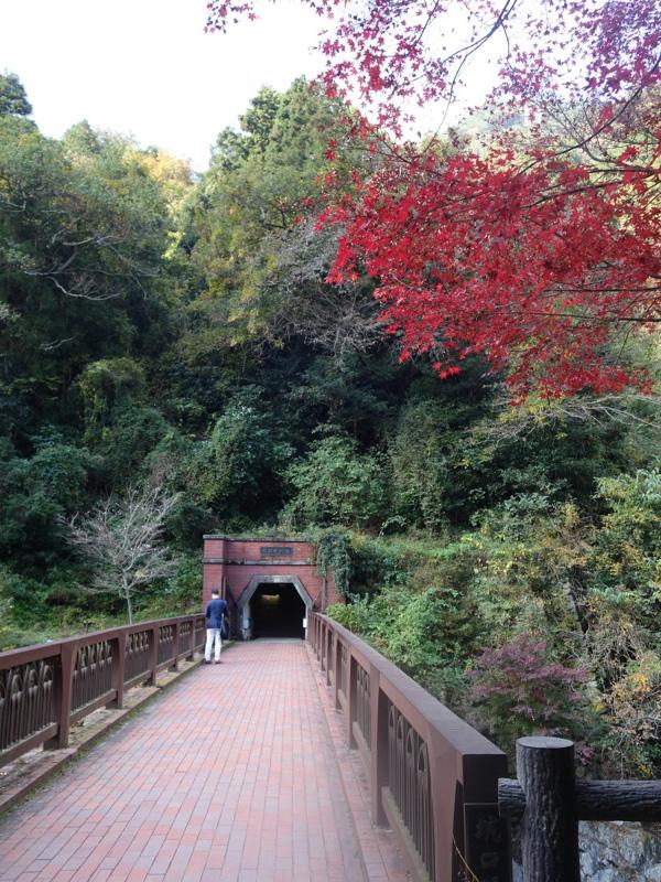 マイントピア別子の鉱山入口と紅葉