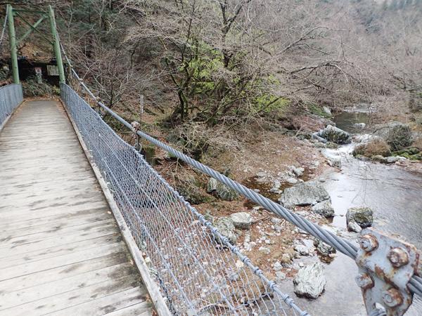 小田深山渓谷の吊り橋