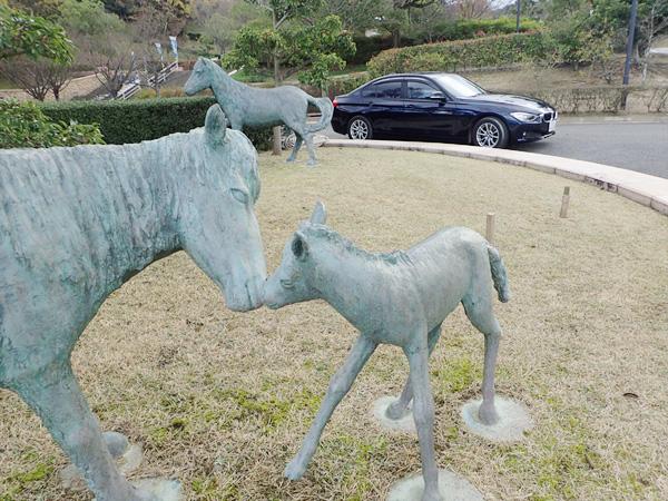 野間馬ハイランドの馬モニュメント