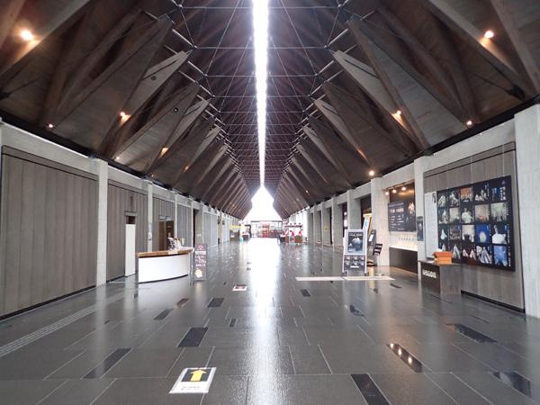 愛媛県歴史文化博物館のエントランスホール
