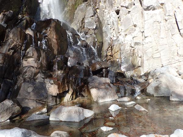 御来光の滝の滝つぼ