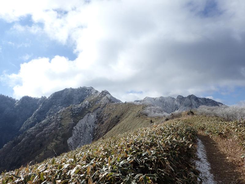 寒風山分岐点から伊予富士方面