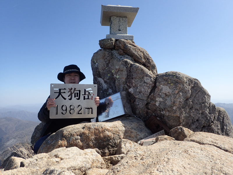 冬の石鎚山山頂の天狗岳