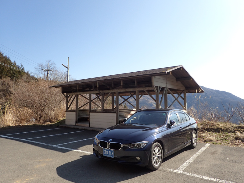 BMWと旧寒風山南口駐車場