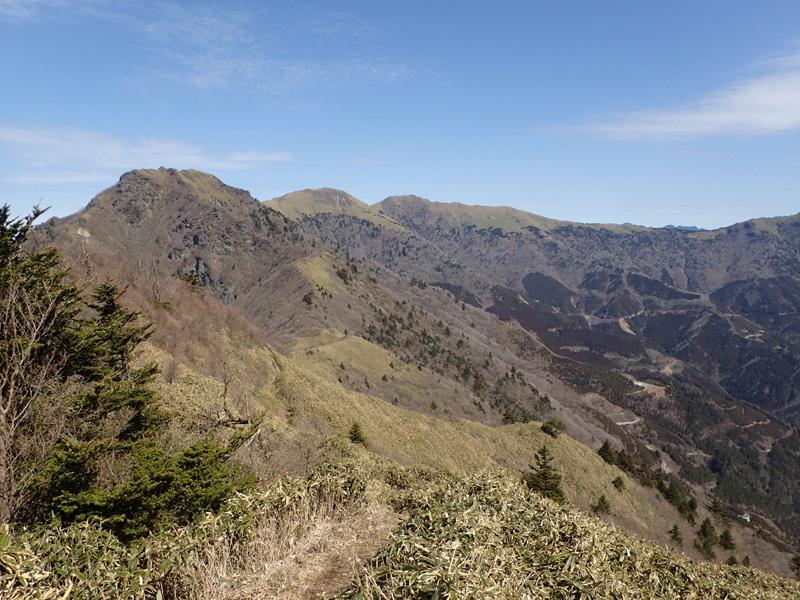 寒風山の黒瀬峠付近