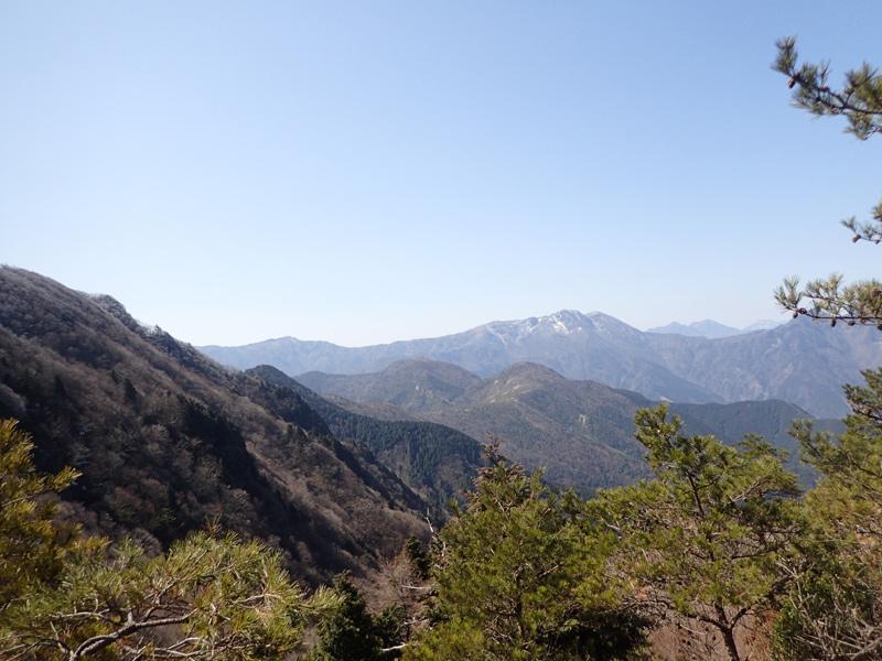 西赤石山のかぶと岩付近